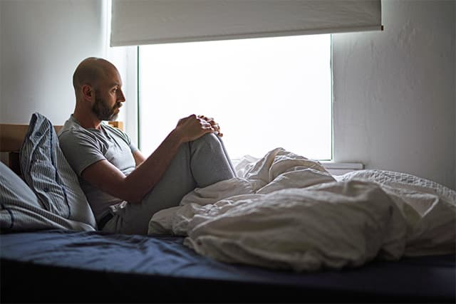 man in relationship feeling lonely
